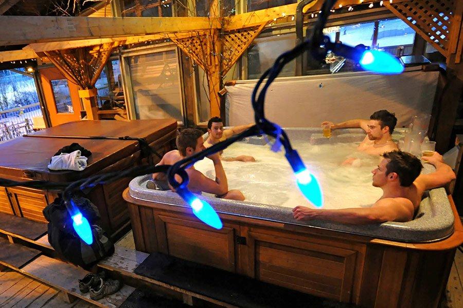 Hotel Stoneham hot tub